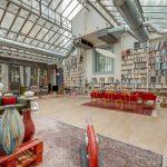 La chasse à la maison en France : Un loft parisien en plein essor avec des plafonds à la Gustave Eiffel