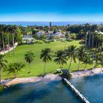 """Le Jills Zeder Group de Coldwell Banker a fait l'acquisition d'une propriété riveraine """"tranquille"""" au 382 S. Beach Road à Hobe Sound, appartenant à Greg et Kirsten Norman, pour 59,9 millions de dollars"""