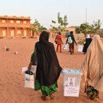 7 employés de bureaux de vote tués par des mines antipersonnel alors que le Niger vote dans le cadre du scrutin présidentiel | Voice of America
