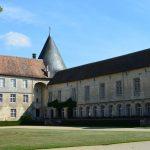 Pour quelque chose de vraiment unique, considérez un château français qui date du 12ème siècle