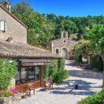 Johnny Depp prévoit de vendre un village français pour 75 millions de dollars