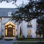 11 salles de bains, un ascenseur et un cinéma : à l'intérieur de la maison de maître de 17 millions de dollars de Metairie à vendre | Nouvelles économiques