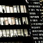 RTL Today - Covid-19 : Les immeubles de bureaux vides pourraient-ils aider à résoudre la crise du logement en France ?