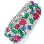 Des riches qui s'ennuient achètent en ligne des bracelets d'une valeur de 500 000 dollars