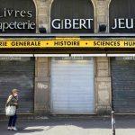 Les problèmes de la célèbre librairie parisienne mettent en évidence le virage du commerce de détail français