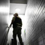 """Des locataires expulsés pour avoir appelé le 911 : Les lois et les baux """" sans crime """" érodent les protections des locataires"""