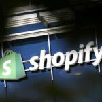 Shopify réalise des bénéfices grâce à l'augmentation du nombre de commerçants utilisant sa plateforme pour atteindre les consommateurs en ligne.