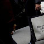 La demande en ligne alimente les bénéfices d'Abercrombie & Fitch et ses perspectives de ventes optimistes.