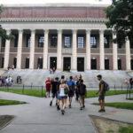 L'ICE déclare que les étudiants étrangers doivent quitter les États-Unis si les cours sont dispensés en ligne