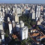 La population de Campinas est de 1 204 073 habitants, selon l'estimation de l'IBGE.