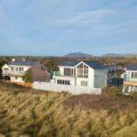 La superbe maison construite juste à côté de la plage