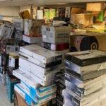 Le propriétaire du vidéo-club de Leominster est accusé d'avoir embauché des voleurs à l'étalage et d'avoir vendu les articles volés en ligne - CBS Boston